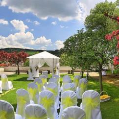 Tradice – Máme dlouholeté zkušenosti s přípravou svateb a svatebních hostin.